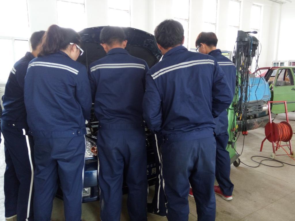 汽车发动机电控系统检修实训剪影
